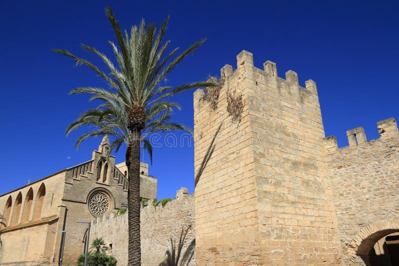 波尔塔del Moll,对阿尔库迪亚老镇,马略卡,巴利阿里群岛,西班牙的主闸 免版税库存图片