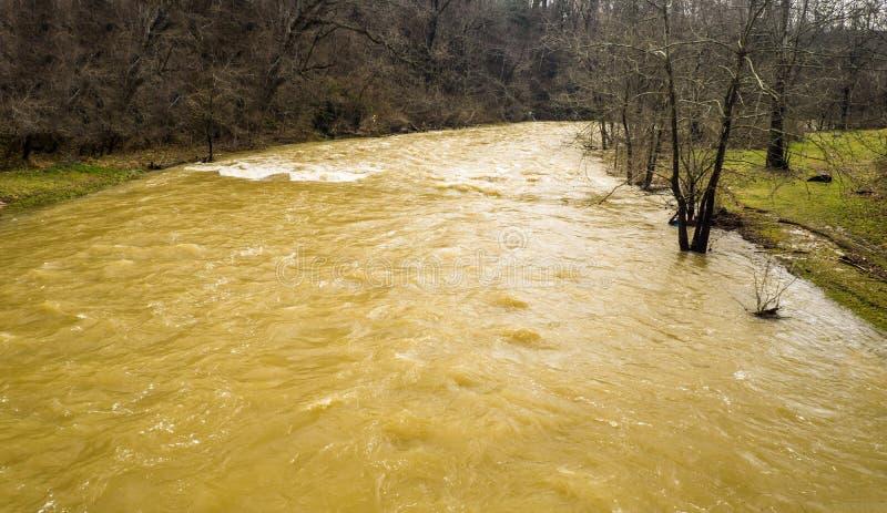 泥工小河在洪水阶段 免版税图库摄影