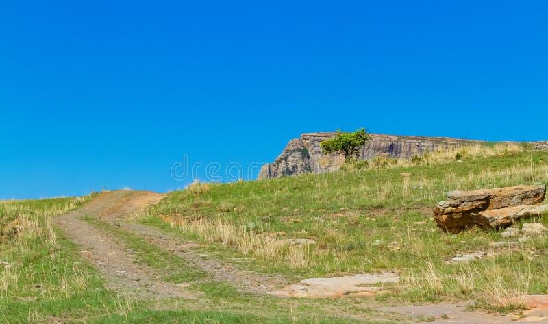 泥铺跑道在德拉肯斯山脉南非 图库摄影