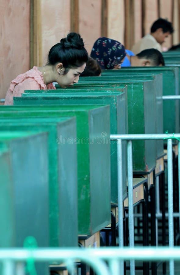 泰国选民投了他们的票在前进期间投票了 免版税库存图片