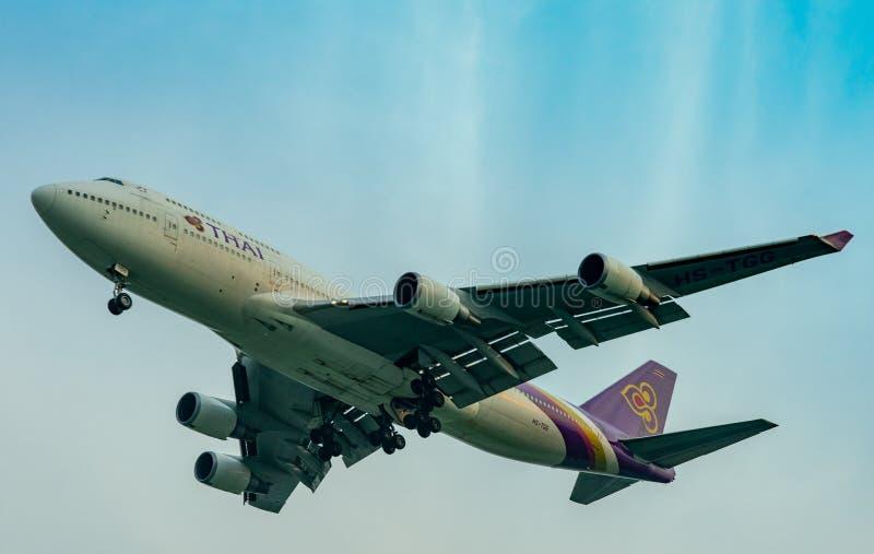 泰航航空公司 客机在新曼谷国际机场登陆在泰国 空中客车A330飞机飞行向泰国 免版税库存图片