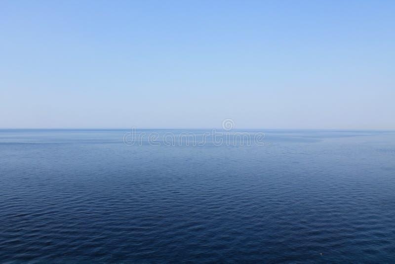 海安静的不尽的蓝色 库存照片