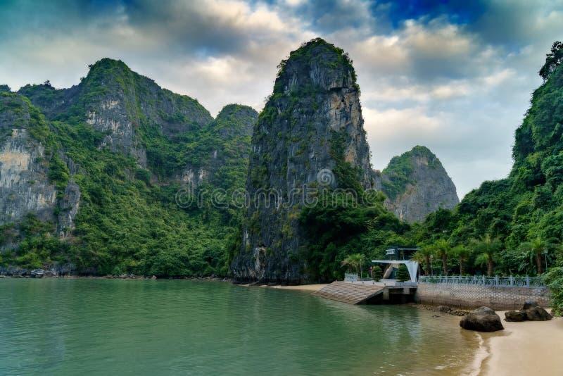 海湾ha长越南 海岛环境美化在哈隆 库存照片