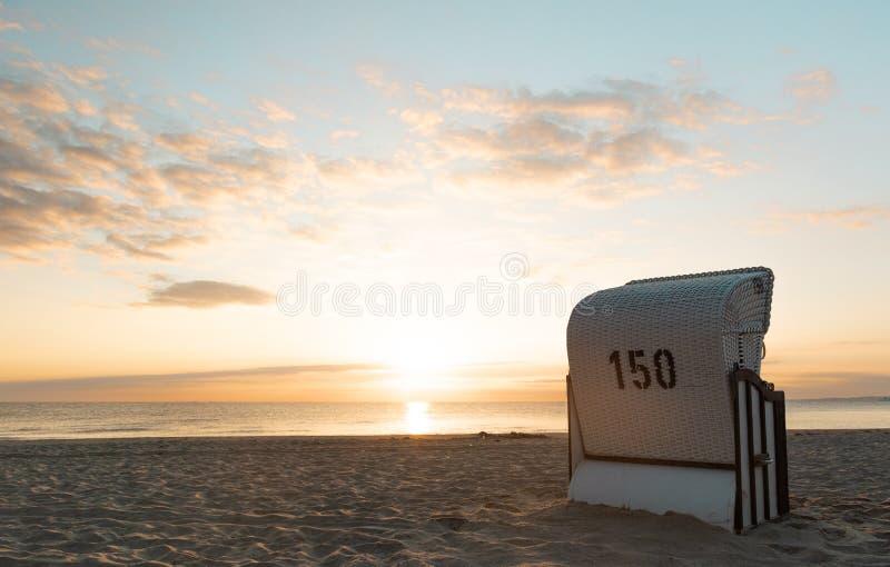 海滩睡椅-波儿地克的海乌瑟多姆岛海岛 免版税图库摄影
