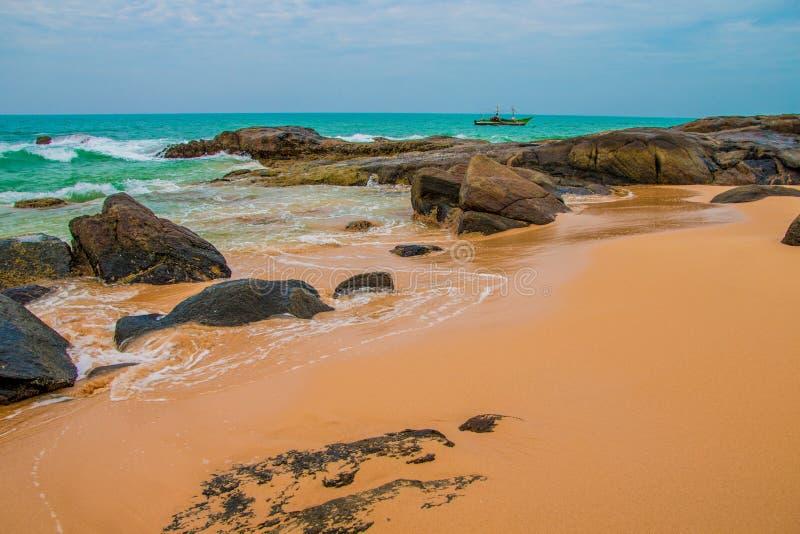 海滩热带未触动过 热带假期在斯里兰卡 免版税库存照片