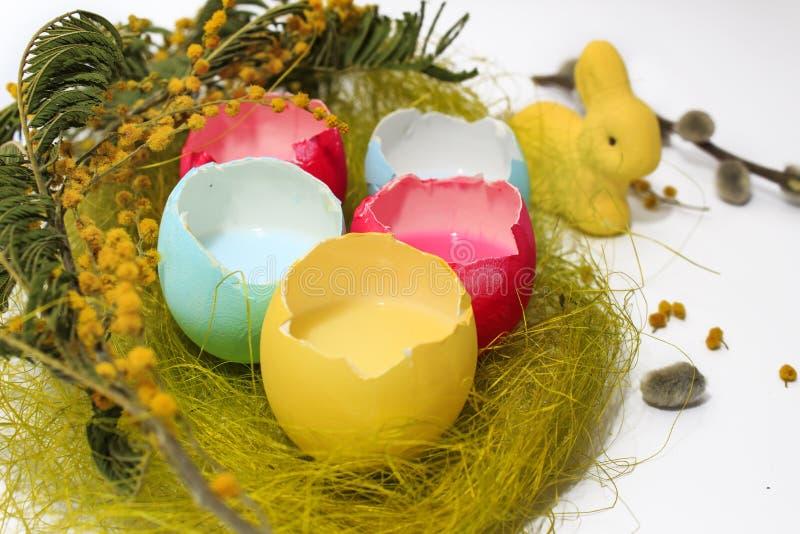 淡色色的复活节彩蛋和兔宝宝 库存照片