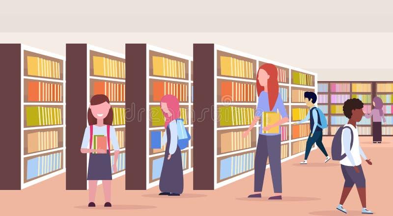 混合选择书pupols的种族学生在书架行现代图书馆内部读的教育知识附近 向量例证