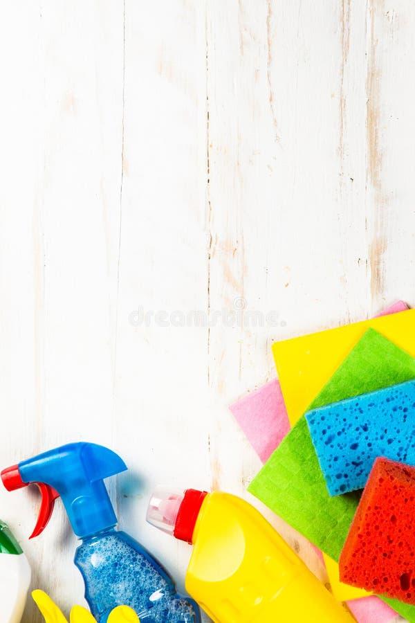 清洁产品,在白色顶视图的家庭 图库摄影