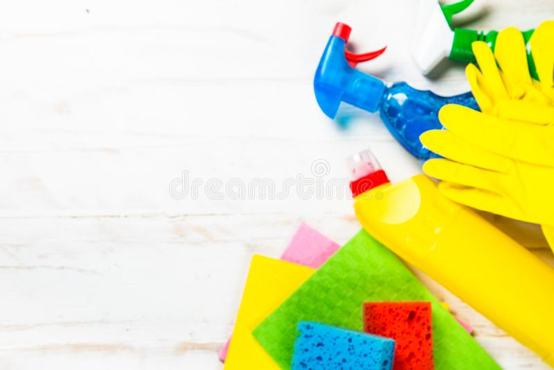 清洁产品,在白色顶视图的家庭 免版税库存照片