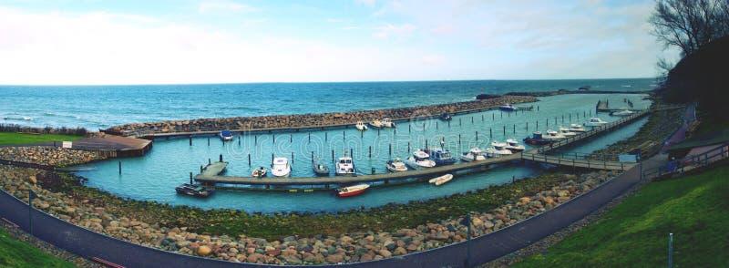 渔船和游艇鸟瞰图在小海港 免版税库存图片
