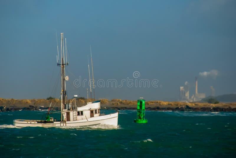 渔船返回在家 免版税图库摄影
