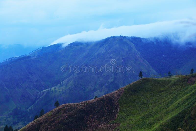 湖户田,棉兰,印度尼西亚美好的全景自然视图从Berastagi的 库存照片