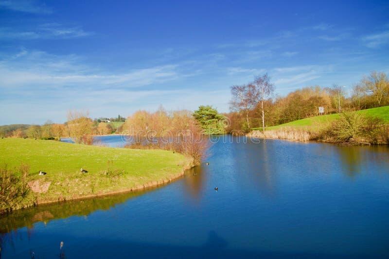 湖的曲线 免版税库存照片