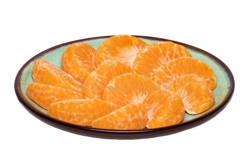 查出的普通话 新鲜的成熟被剥皮的橘子蜜桔或柑桔特写镜头在白色隔绝的板材 免版税库存图片