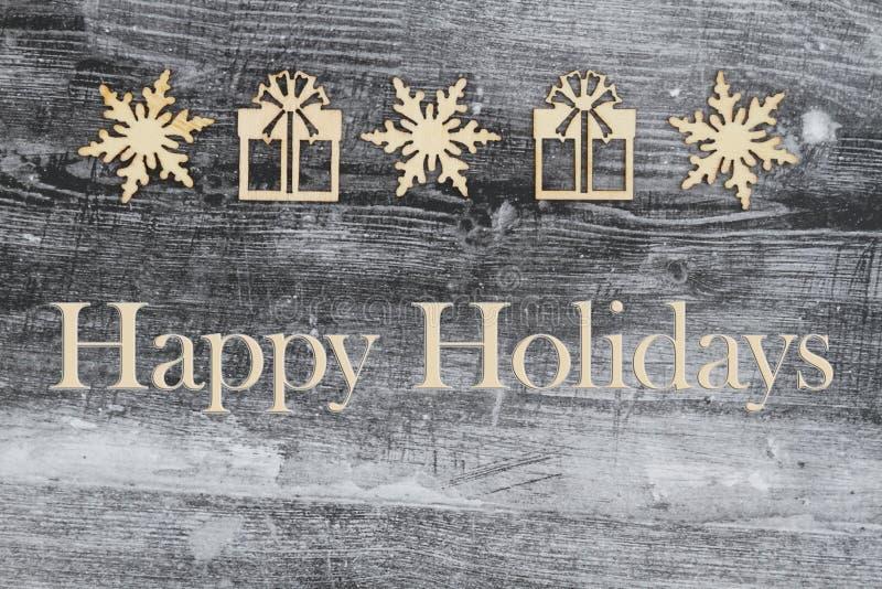 木雪花和圣诞礼物在被风化的木头与文本节日快乐 向量例证