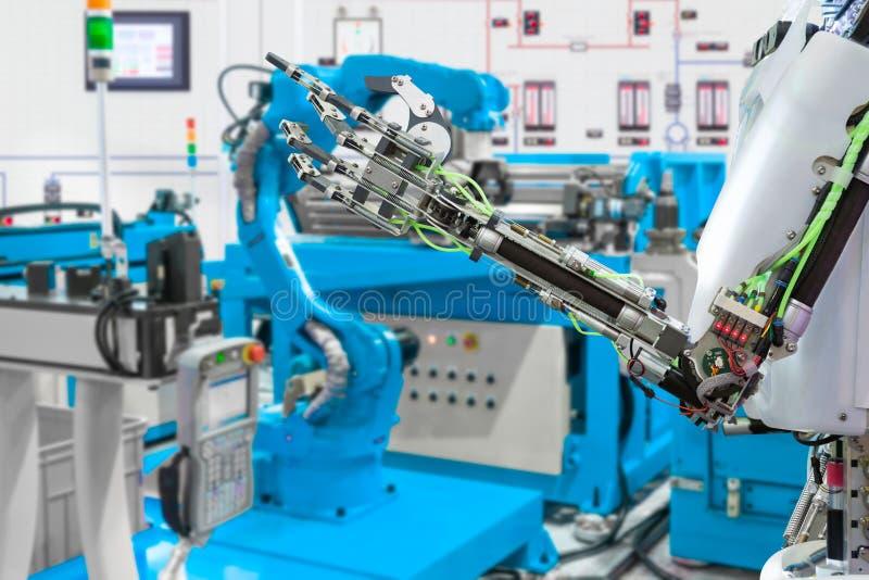 机器人手控制机器人产业,未来技术概念 免版税库存照片