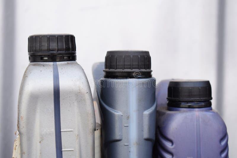 机油的,汽车零件塑胶容器 免版税库存照片