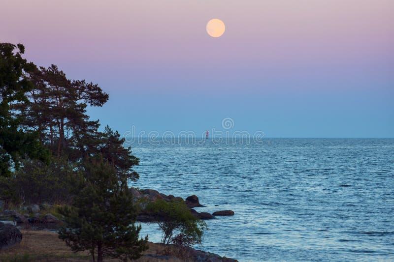 月亮和灯塔 免版税图库摄影