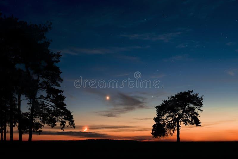 月亮和金星的日落 库存图片
