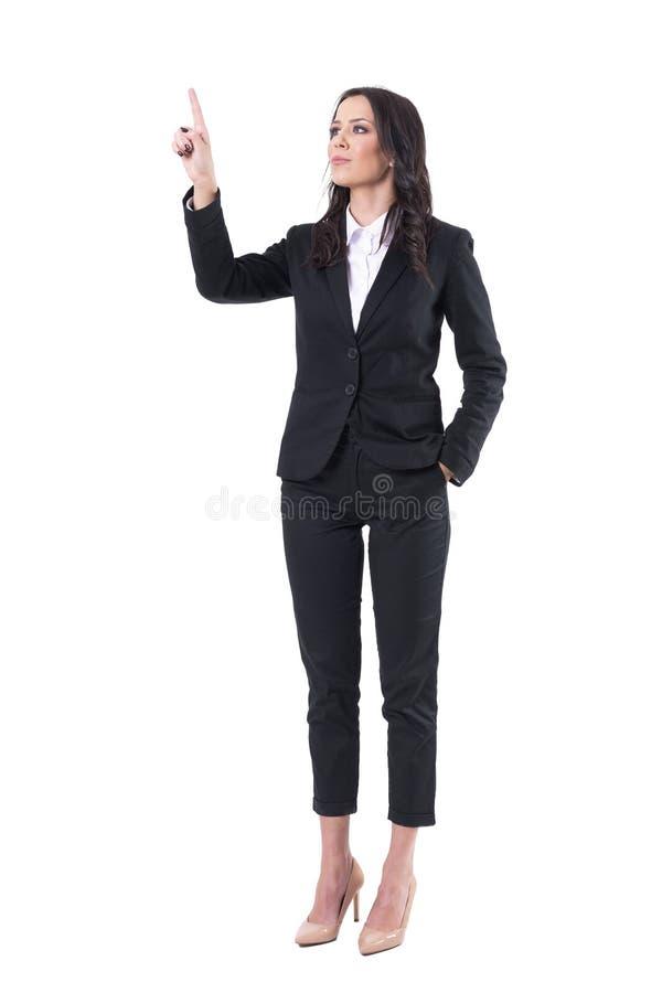 指向手指的确信的典雅的女商人接触虚拟现实按钮屏幕 免版税库存图片