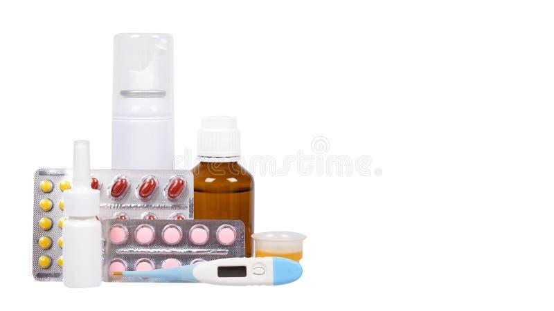 有医学的,鼻孔喷射瓶 退烧药糖浆和药片 冷的治疗的疗程 库存图片