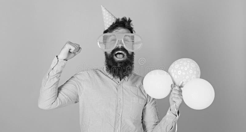 有分蘖性胡子组织的乐趣活动的人孩子的 有疯狂的看起来的庆祝的行家,幸福概念 博若莱红葡萄酒 库存照片