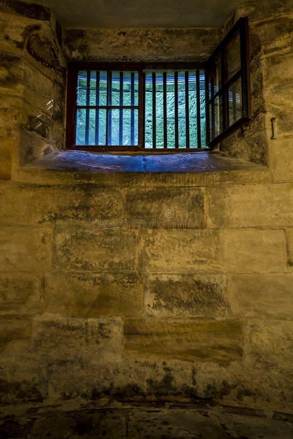 有禁止的窗口的地窖 免版税库存照片