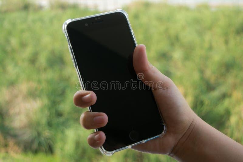有空白的黑屏幕的黑手机 免版税库存照片