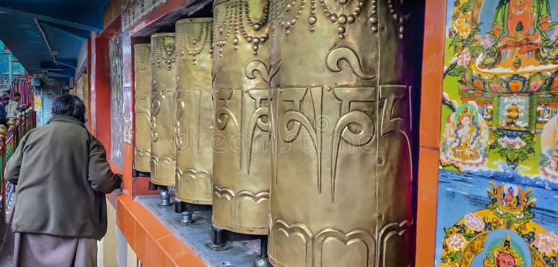有献身者的佛教寺庙 免版税图库摄影