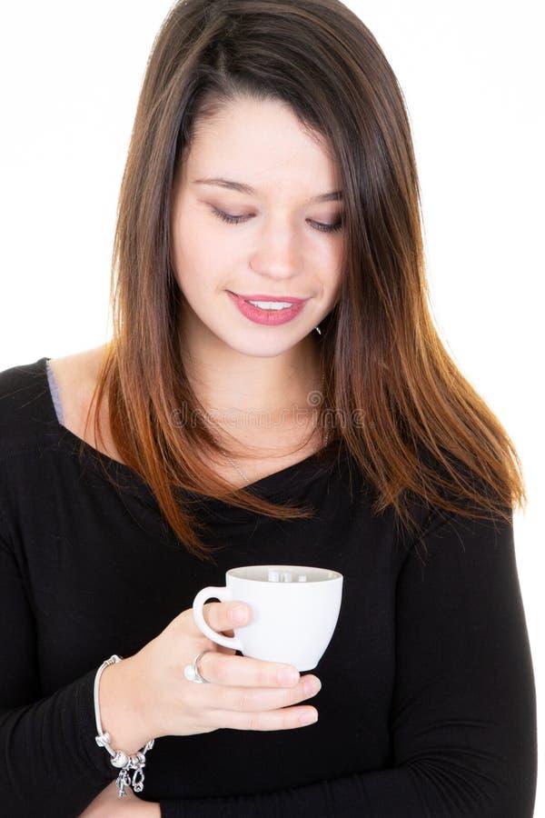 有眼睛的愉快的可爱的妇女关闭了水杯茶 图库摄影