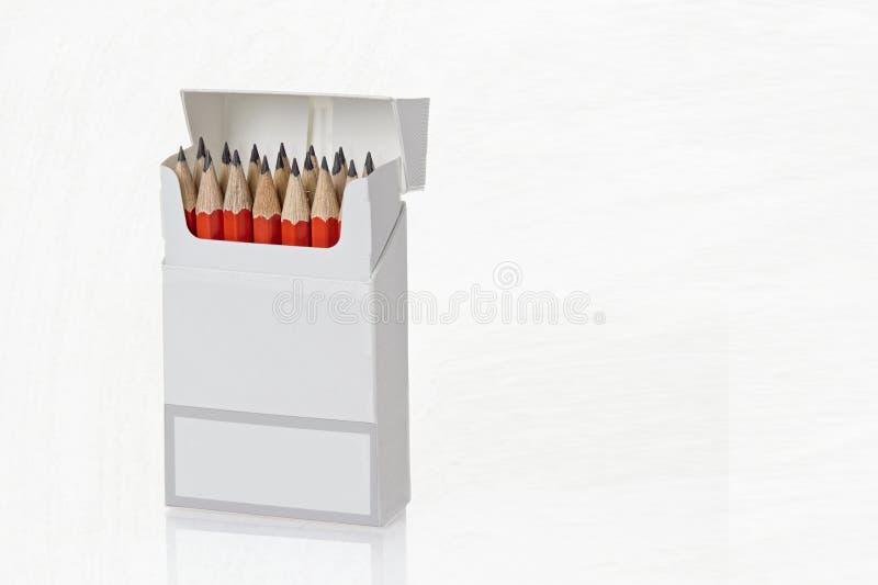 有被削尖的铅笔的开放箱子 免版税库存照片