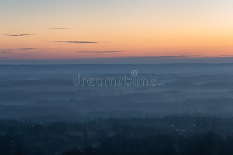 有雾的早晨在瑞典 库存照片