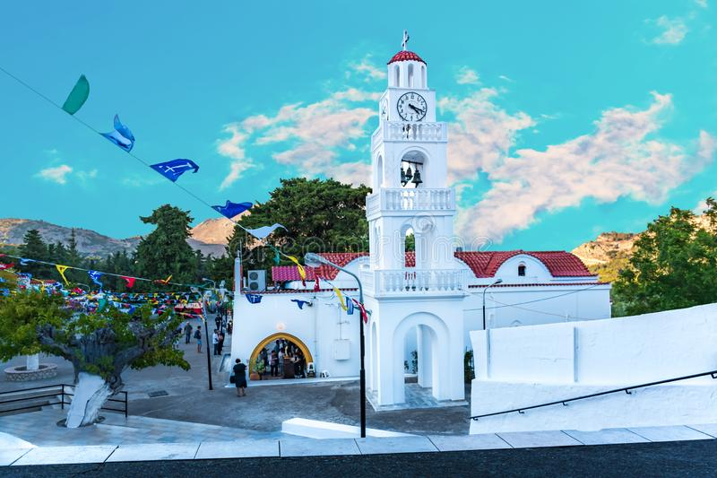 有钟楼的Tsambika修道院在宴餐罗得岛,希腊期间 库存图片
