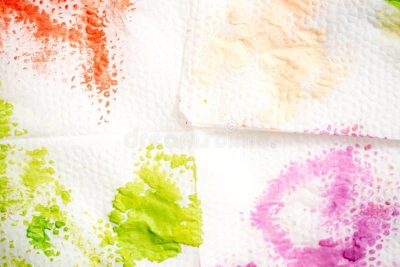抽象背景手画水彩 油漆绿色污点在一块白色餐巾的 免版税库存图片
