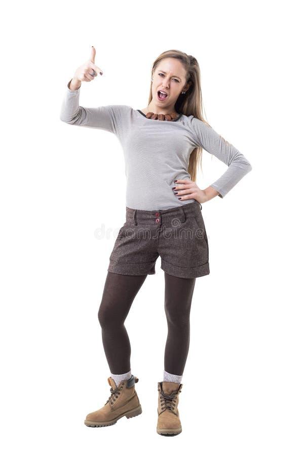 把手指指向的反叛年轻行家妇女责备的照相机指责或 库存照片
