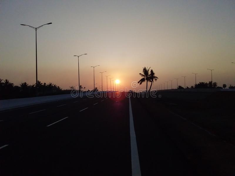 暗淡的太阳落山亮光 库存照片