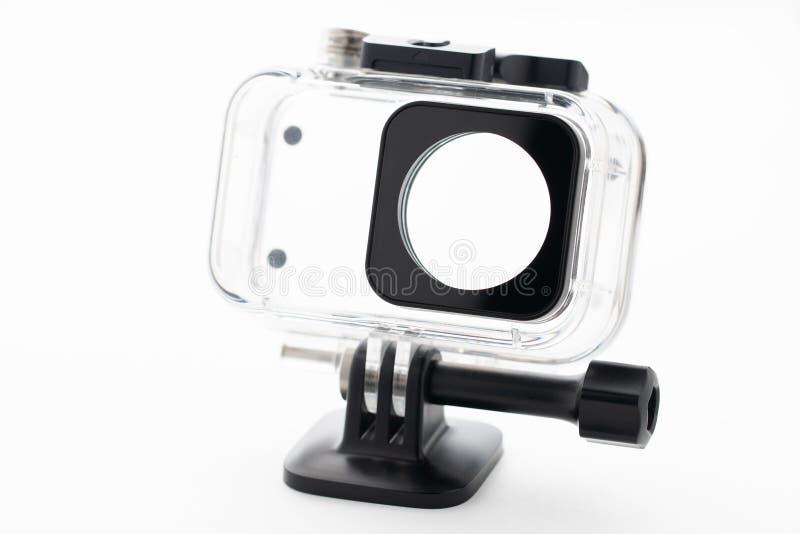 极端在白色背景隔绝的行动照相机防水水色箱子 照相机为英尺长度4k电影、体育和国内生活 库存图片