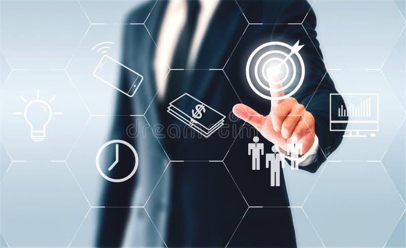 接触六角按钮目标的商人 目标是做企业成功 免版税库存图片