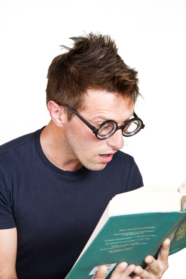 惊奇男孩读一本书 图库摄影