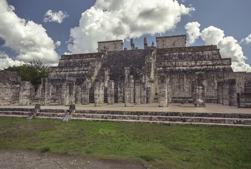 战士4的寺庙的侧视图 库存图片