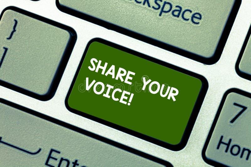 显示份额您的声音的概念性手文字 陈列企业的照片告诉您的看法到大家和谈论它 免版税库存照片