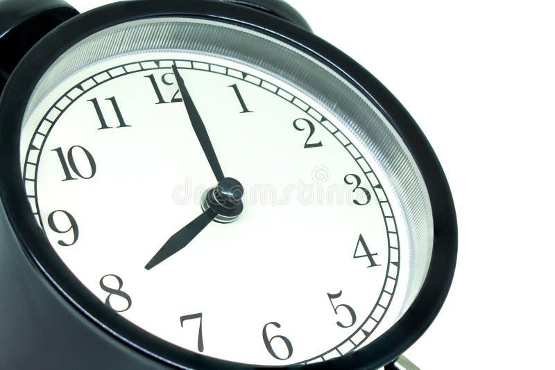 显示8点的侧视图减速火箭的黑闹钟隔绝在白色背景 免版税图库摄影