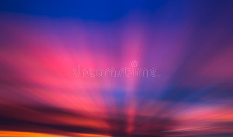 日出光芒通过云彩 免版税图库摄影