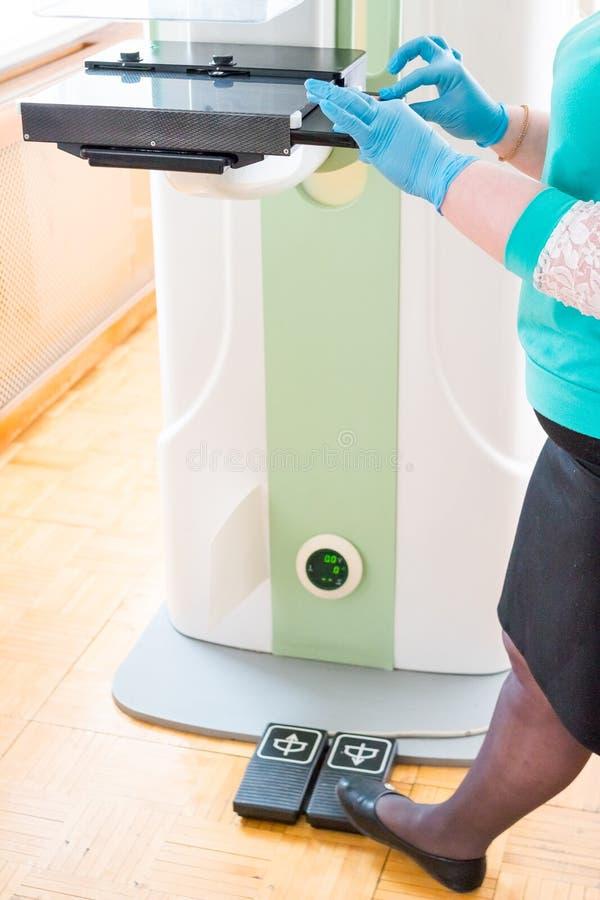 早期胸部肿瘤X射线测定法胸部检查设备在现代诊所医院实验室  选择聚焦 胸部检查设备 图库摄影