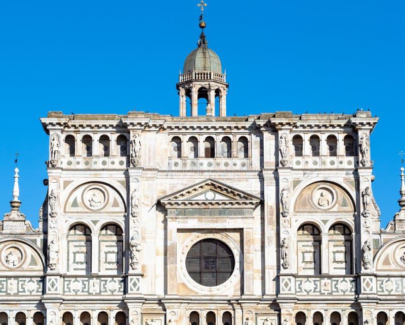 教会门面在切尔托萨迪帕维亚 库存照片
