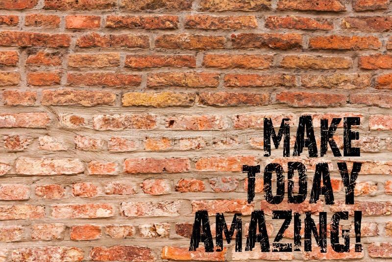 手写文本文字做今天惊奇 概念意思有生产力的片刻特别乐观砖墙艺术象 免版税库存照片