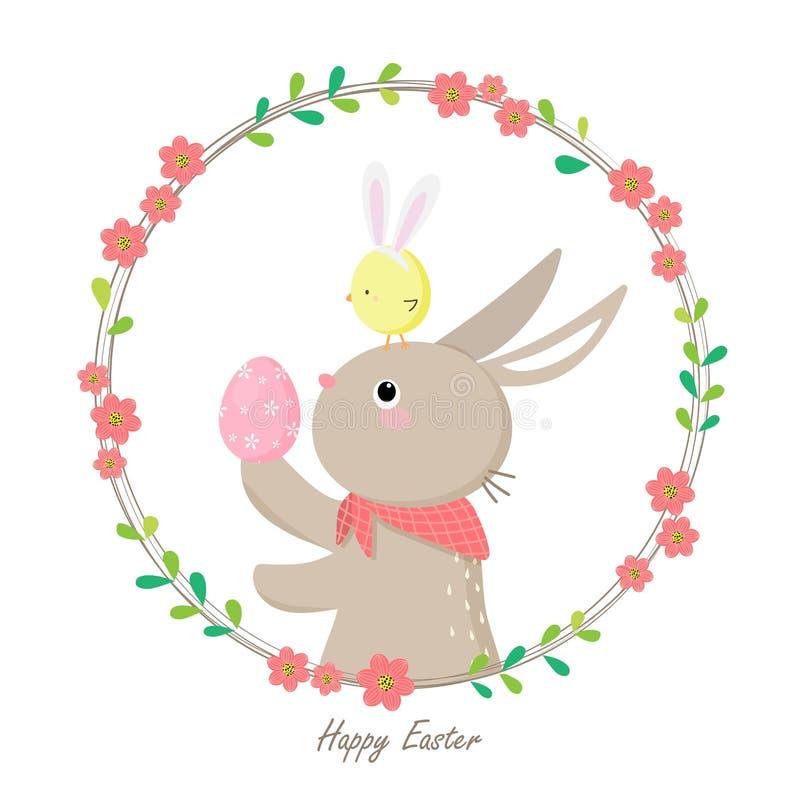 拿着与一点小鸡的逗人喜爱的兔子五颜六色的复活节彩蛋在头 免版税库存图片