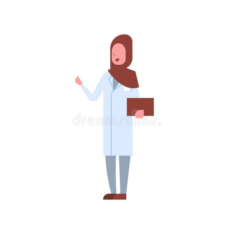 拿着hijab和制服的阿拉伯女性医生剪贴板阿拉伯妇女指向某事医院医学工作者 皇族释放例证