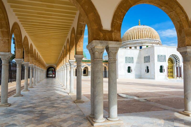曲拱和陵墓在莫纳斯蒂尔,突尼斯 库存图片