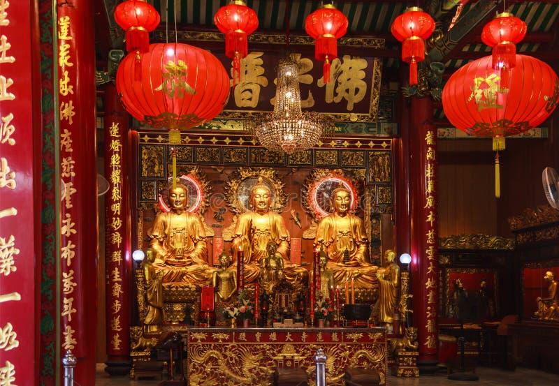 曼谷,泰国- 2019年1月27日:三个主持的菩萨图象在龙莲寺龙莲花的寺庙 免版税库存图片